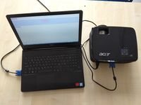 M1 projektor prepojenie-s-notebookom.jpg